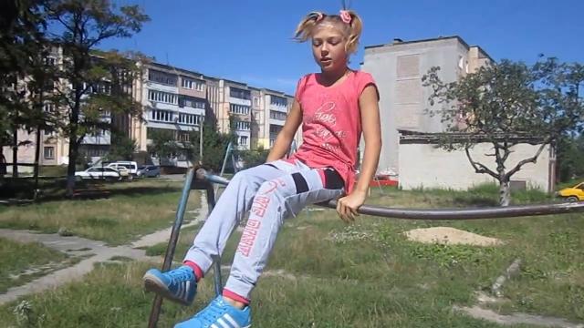 Девочка в 12 лет на турнике вытворяет чудеса - Для Россиян.