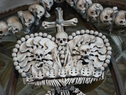 корона в праге с черепом это из-за того