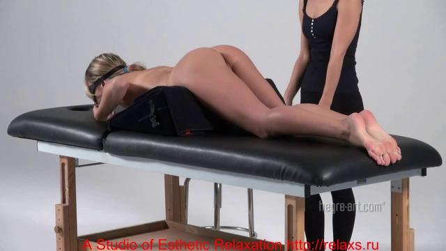 Массажистка лесби помокрела делая массаж девушке