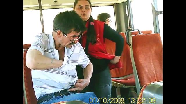 Пристает к парню в автобусе видео #1
