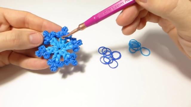 Плетение снежинки из резинок видео уроки сергея